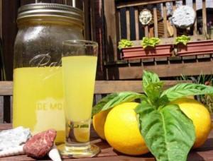 Лимончелло в фужере