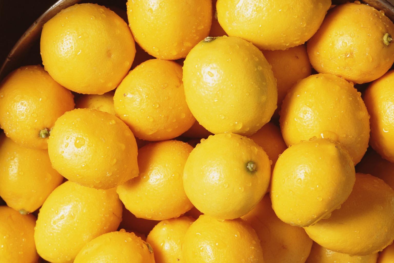 Лимоны обработанные парафином отталкивают воду