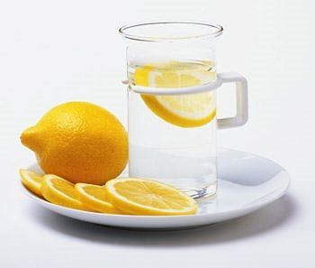 При простуде принимаем лимон